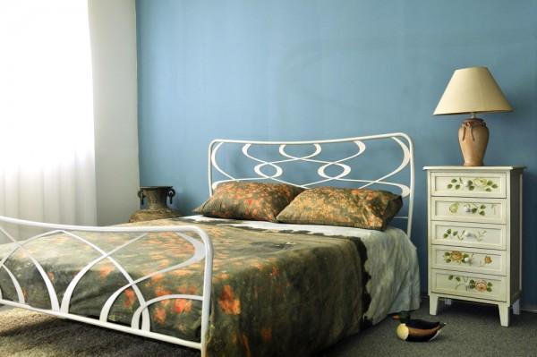 Kovinska postelja GALA 160x200 in 180x200 bela