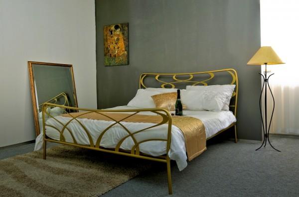 Kovinska postelja GALA 160x200 in 180x200 zlata