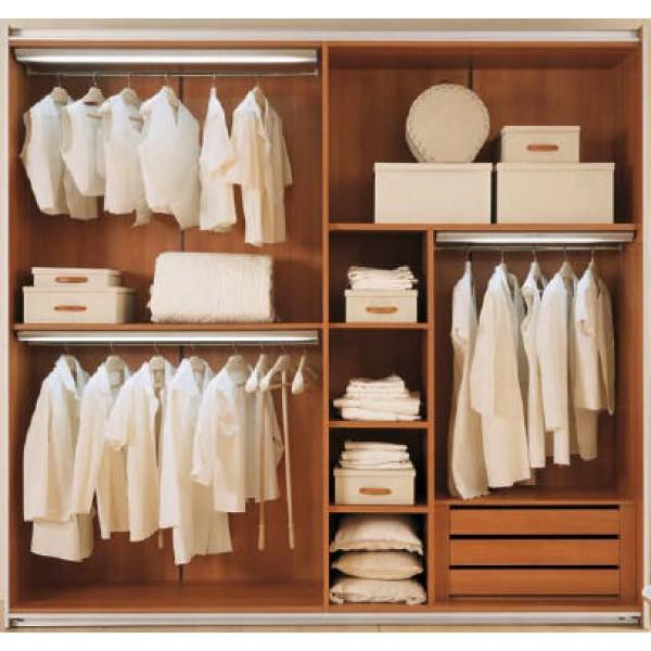 Notranjost garderobne omare