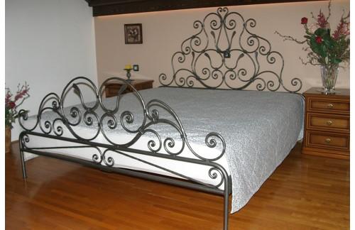 Ročno kovana postelja z dvojnim ležiščem 180x200cm