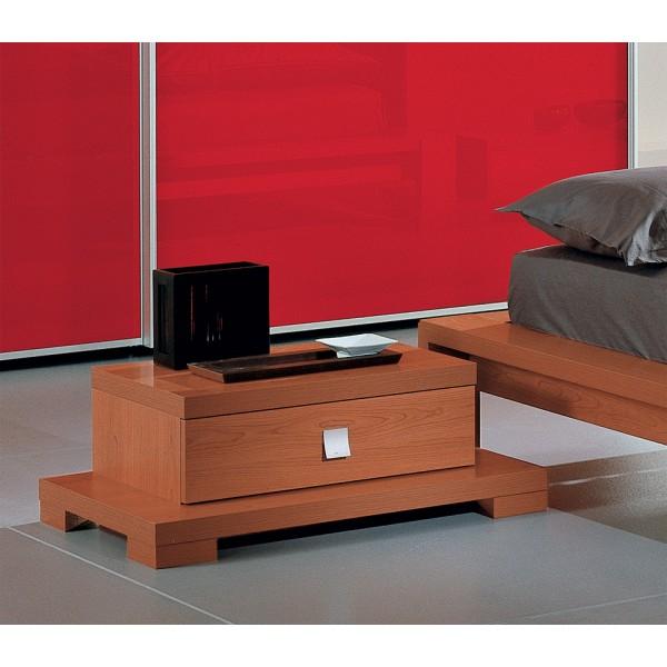 Nočna omarica in postelja